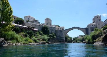 MOSTAR Maloljetnik koji se kupao ispod Starog mosta spašen od utapanja
