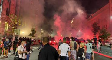 Rat u Beogradu, policija i prosvjednici se borili šest sati