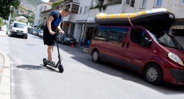 ELEKTRIČNI ROMOBILI Hercegovci ih masovno kupuju, a kazne za vožnju 30 maraka