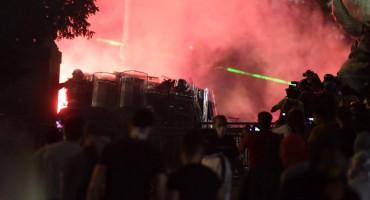 NEREDI U BEOGRADU Među uhićenima i državljani BiH, Engleske, Tunisa