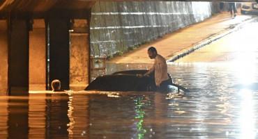 HEROJSKI ČIN ZAGREPČANKE Skočila u Miramarsku i spasila čovjeka iz auta koji tone