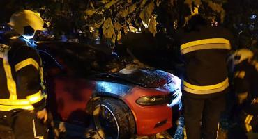 U Mostaru izgorio automobil