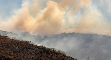 Veliki požar južno od Mostara, vatra zaprijetila i kućama