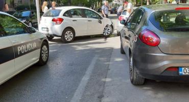 MOSTAR Udario u parkirana vozila i stvorio prometni kaos