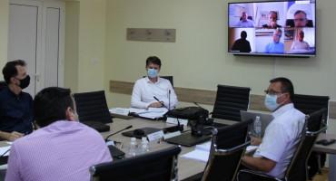 Tehničke poteškoće na sjednici Vlade HNŽ, premijer se javlja s video zida, a i neki ministri