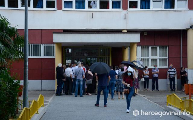 PRVE NEPRAVILNOSTI Za izbore se prijavilo 25 umrlih osoba
