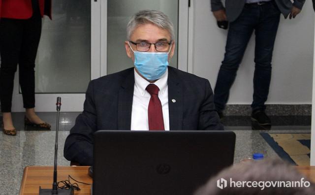 Federalni ministar Salko Bukvarević priključen na respirator