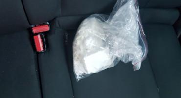 GRUDE Pred policajcima bacio kokain, pa priznao da u stanu ima još