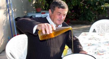 """CIJENE LITRE ULJA """"SKAČU U NEBO"""" Dok je u Hercegovini urod odličan, u Dalmaciji maslinari nemaju što brati"""
