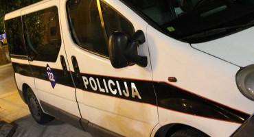 UZMI PARE I BJEŽI Dvije maskirane osobe opljačkale kladionicu u Mostaru