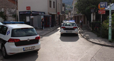 BURNO JUTRO Huligani po Mostaru razbijali sve pred sobom