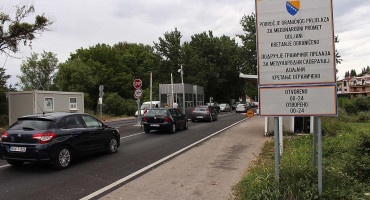 TKO MOŽE, TKO NE MOŽE Pogranični radnici, školarci, zdravstveni djelatnici i diplomate mogu u Hrvatsku