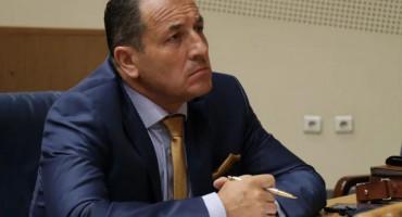 NE MOŽE ISPRINTATI 30 RJEŠENJA Selmo Cikotić blokirao dodjelu priznanja Graničnoj policiji