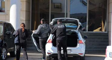 PRIMANJE DARA Pripadnici SIPA-e uhitili inspektore