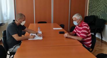 Bosanci žele živjeti zdravije: Potpisani ugovori o sufinanciranju smanjenja aerozagađenja i utopljavanja objekata