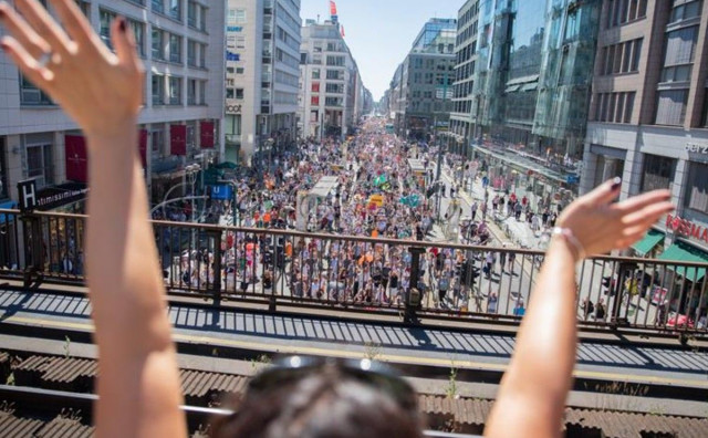 DAN SLOBODE U Berlinu 17 tisuća ljudi prosvjedovalo protiv mjera zbog koronavirusa