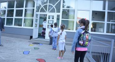 Poziv međunarodnih organizacija da škole u pandemiji ostanu otvorene