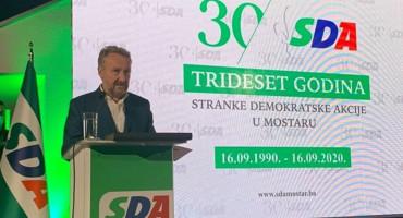PREDIZBORNA MAŠTANJA Izetbegović Mostarcima obećao čist grad i posao
