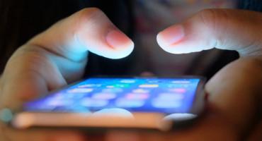 Muškarac iz Hercegovine djevojčici slao neprimjerene poruke, otac djevojčice ga pretukao