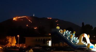 ZA NJIH NIJE BILO ODMORA Vatrogasci čitavu noć gasili požar kod Mostara