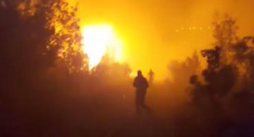 ALARMANTNO STANJE U KRUŠEVU Jak vjetar vatrogascima i mještanima otežava gašenje požara