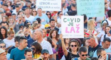 FESTIVAL SLOBODE U ZAGREBU Ako ljudi ne nose kacige zbog eventualnog potresa, onda ne trebaju ni maske zbog eventualnog virusa
