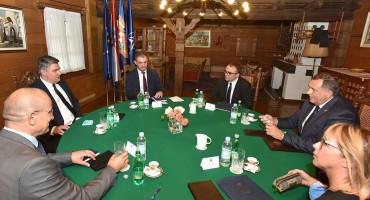 ZAGREB Milanović o pravima Hrvata u BiH, a Dodik o Bošnjacima i strancima