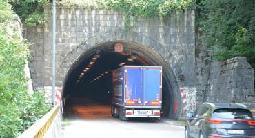 Pogledajte vožnju kroz tunel Crnaja i duge redove