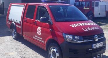 LJUBUŠKI Vatrogasci upali u stan i spasili slabo pokretnu stariju žensku osobu