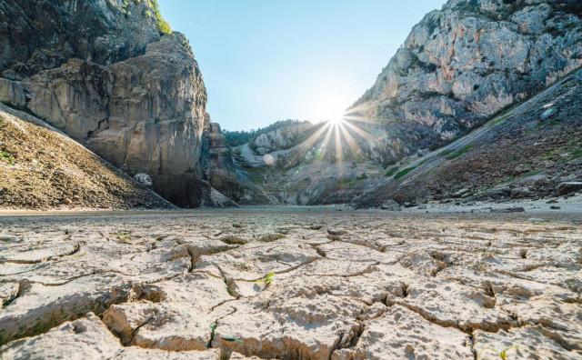 Imotsko Modro jezero bez kapi vode