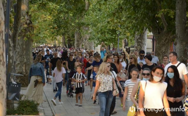 Roditeljima se pridružio i dr. Alajbegović, tužbe protiv ministarstava su spremne