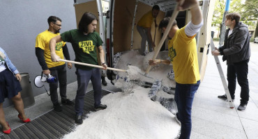 AKTIVIZAM KAKVOG BIH NEMA Dotjerali tonu soli pred ministarstvo gospodarstva