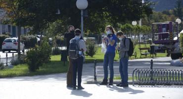 UNATOČ ODLUCI USTAVNOG SUDA Ograničeno kretanje i obavezno nošenje maski i dalje na snazi