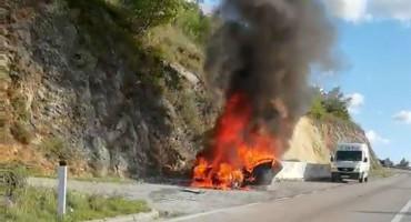MOSTAR-STOLAC Izgorio osobni automobil, vatra se proširila na brdo