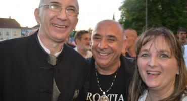 JASENOVAC I GRADIŠKA STARA Hercegovački svećenik mora iz Njemačke nazad u BiH zbog facebook statusa