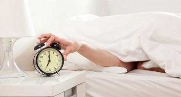 SPAVANJE Javite se doktoru ako odlažete alarm za buđenje