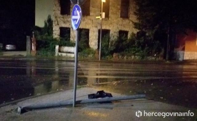 MOSTAR Šleper srušio semafor i produžio dalje, zaustavljen na Žovnici