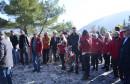 Veliki broj ljudi na Partizanskom, SDP-ovci uniformirani, a ostali sa stranačkim maskama