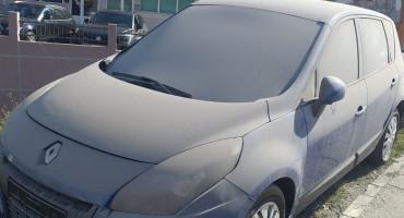 OPERI PA POGLEDAJ Automobili izloženi za prodaju na Balinovcu neprepoznatljivi od prašine