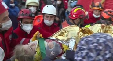 VIŠE OD 60 SATI POD RUŠEVINAMA U Izmiru spašena trogodišnja djevojčica