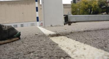 Na igralištu ispred Sveučilišta u Mostaru, željezna konstrukcija gola pala na djevojčicu