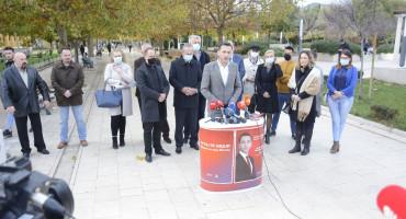 NAPOKON DOČEKALI Lista 'Ostajte ovdje' lijepljenjem plakata počela kampanju u Mostaru