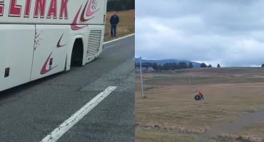 KUPREŠKO POLJE Autobus tijekom vožnje ostao bez dva stražnja kotača