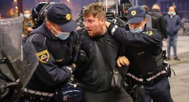 """LJUBLJANA Više ozlijeđenih u prosvjedima, među prosvjednicima pripadnici navijačkih skupinate elementi """"podzemlja"""""""