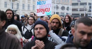 ČIPIRAJ ME I CIJEPI ME U Zagrebu prosvjedi protiv mjera Stožera