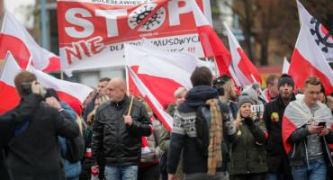 PRESTANITE NAS KONTROLIRATI Prosvjedi diljem Europe zbog novih mjera protiv korone