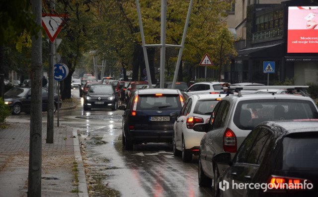 Zbog kiše i radova u Mostaru vlada prometni kaos