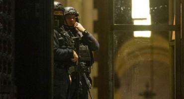 Policija ubila naoružanog muškarca u incidentu nakon božićnog koncerta