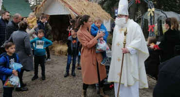 Sveti Nikola stigao u 'Božićni grad' na Buni