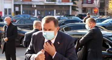 Milorad Dodik je stabilno, osjeća se dobro i pod stalnim je nadzorom